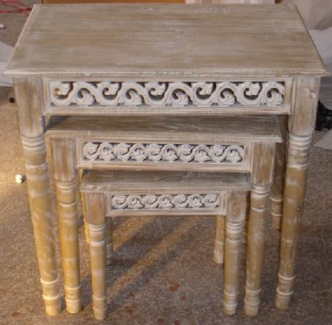 American distressing antique finishing nest of 3 tables with carved aprons